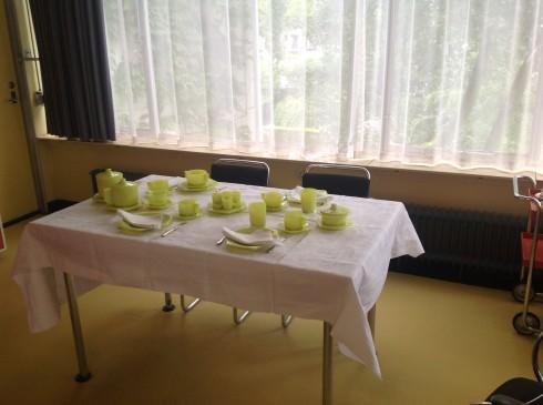Huis Sonneveld, tafel met Lotus
